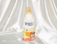 Жидкое средство для стирки деликатных тканей, шерсти, шелка и х/б тканей.